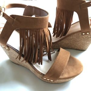 Fergie• BoHo fringe leather suede Cork Wedge• 9